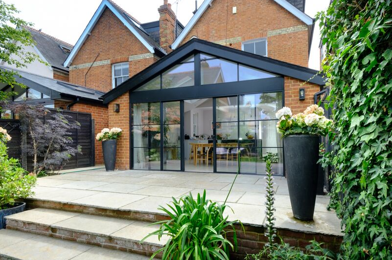 aluminium sliding door to modern extension