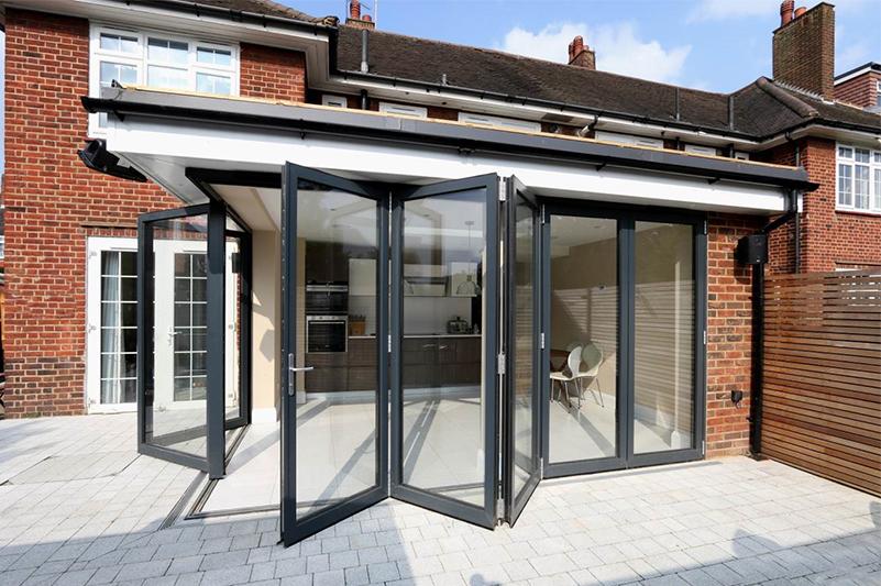 Rear extension with aluminium Sieger bifold doors