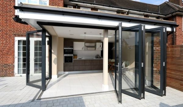 corner opening aluminium bifold doors with a flush threshold creating an indoor-outdoor space