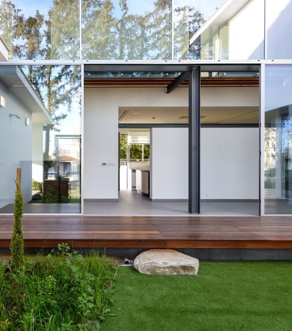 Sieger slim sliding door used in a glass façade at the rear of a modern villa house