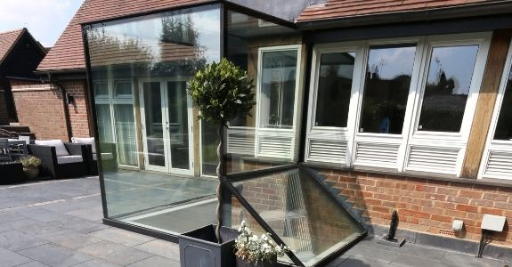 glass box extension that connects the basement and rear of the ground floor