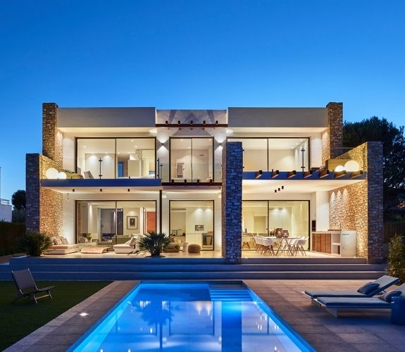 luxury holiday villa with Sieger slim sliding aluminium doors and a large pool